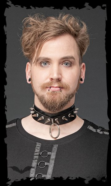 Choker with ring and studs