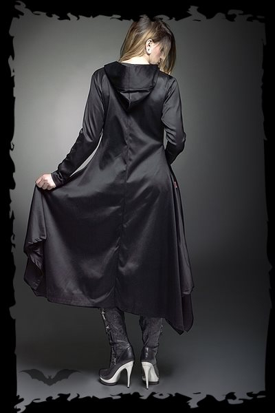 Noble long coat to close with a buckle