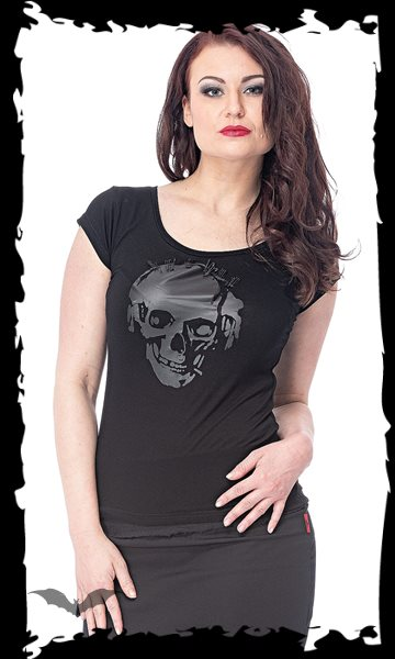 Shirt with black skull print and saftey-