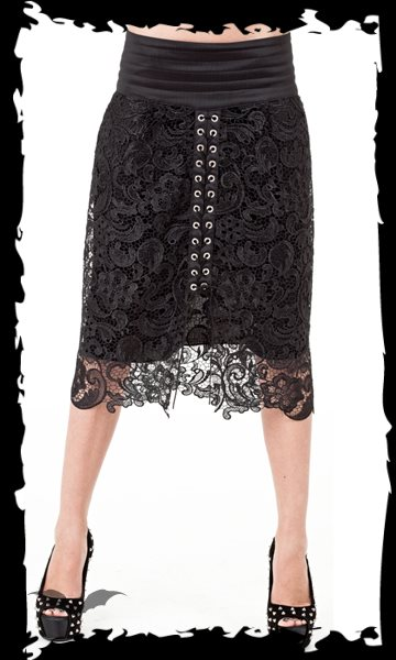 Set of laced kneelength skirt and pettic